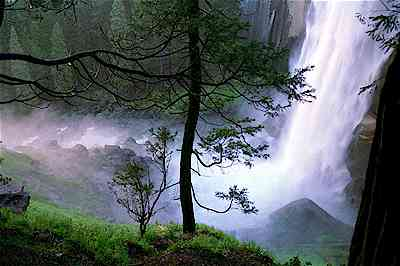 Yosemite National Park Vernal Falls.jpg (14178 bytes)